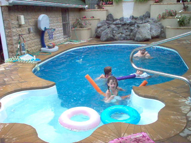 Semi inground pools pools give you the best of both types for Best type of inground swimming pool